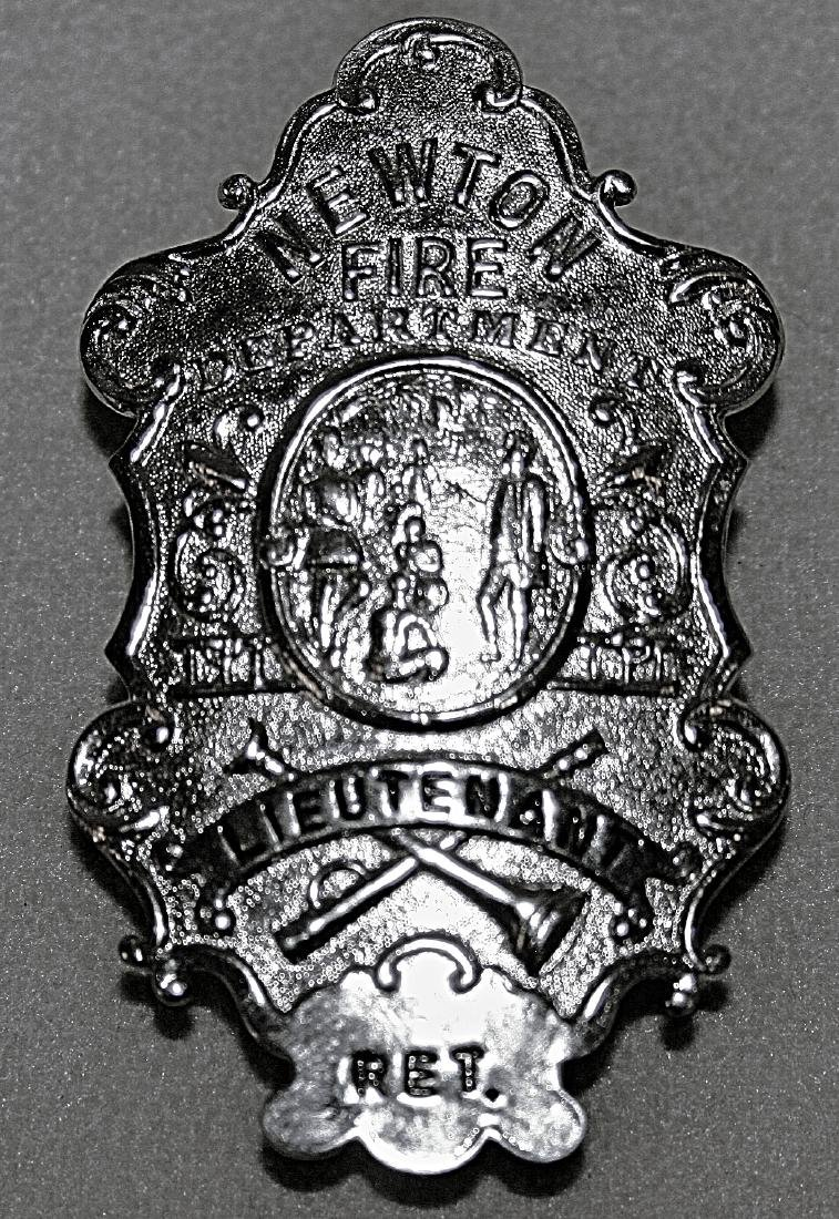 Badge: Newton Fire Department Lieutenant Ret