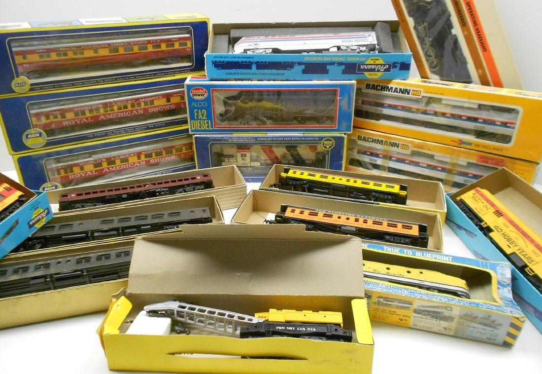 HO Locomotives & Cars Boxed (18) - 2