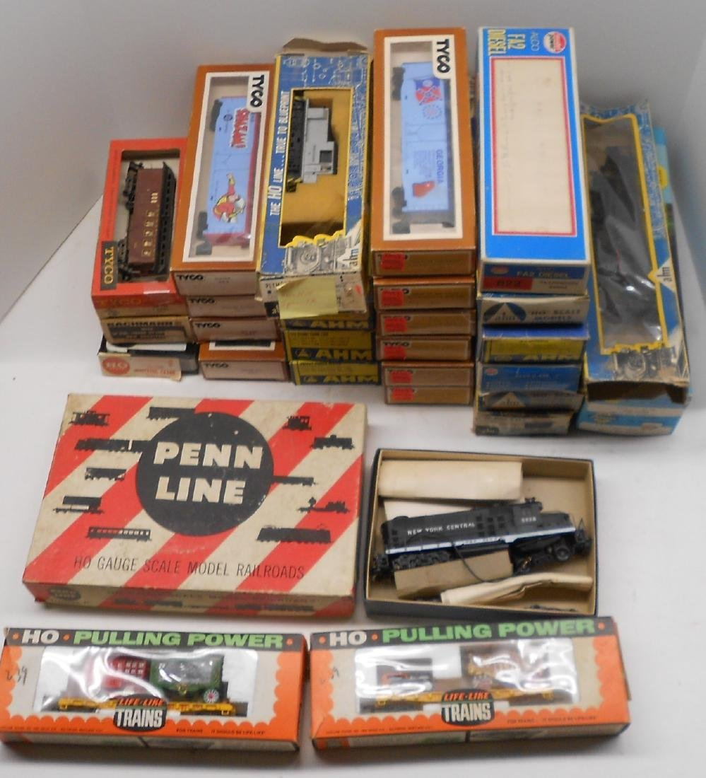 HO 32 Older Boxed Locos & Cars - 2