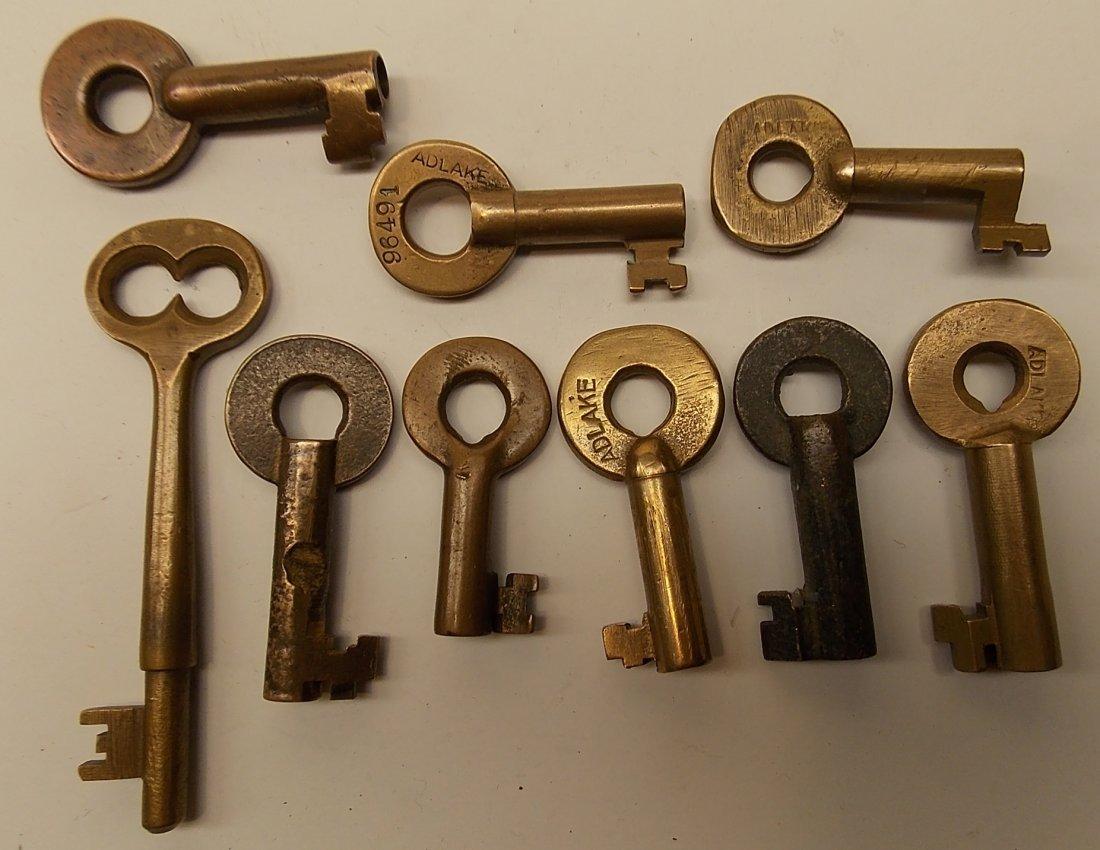 9 Keys: one coach, 8 switch - 2
