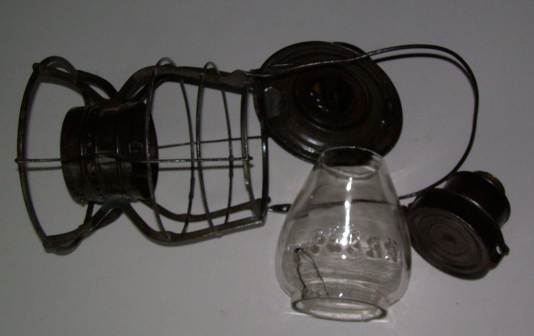 Philadelphia & Reading Adams Lantern - Broken EB globe - 6