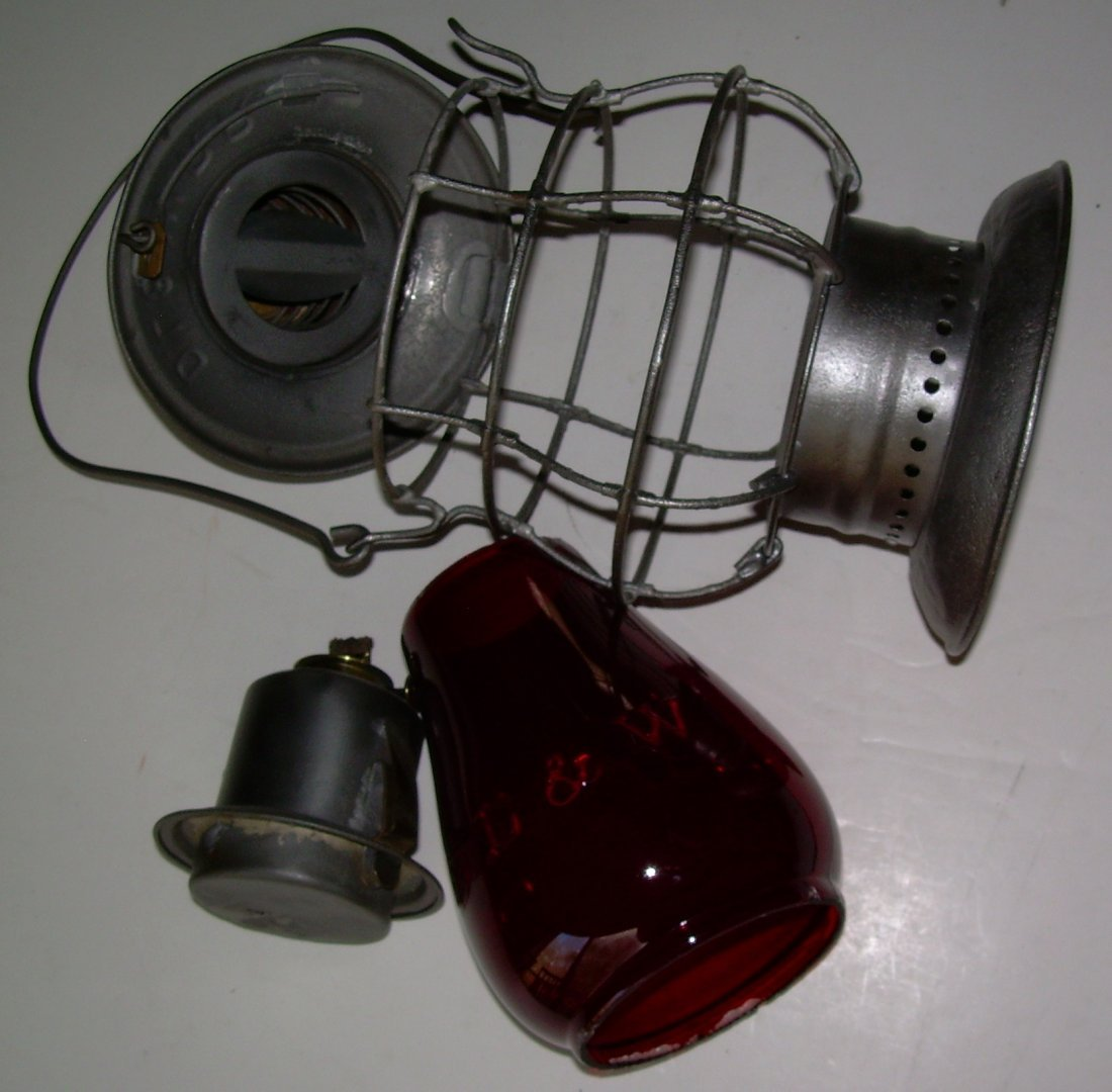 DL&W Railroad Brasstop Bellbottom Lantern Red Cast - 7