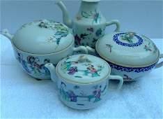 Set of 4 Tea pots