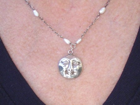 11071: Jewelry Necklace Sterling Silver Moon Deia