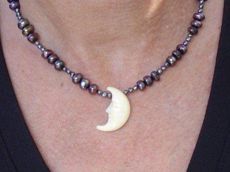 11072: Jewelry Necklace Purple Moon Deia