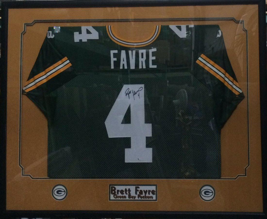 Brett Favre signed Jersey, Framed.