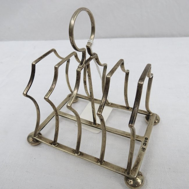 A silver four slice toast rack, marked Chester 1912. 3.