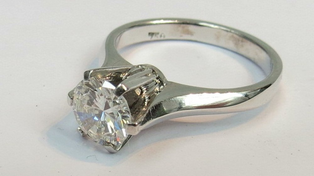 A single stone diamond ring. Brilliant c
