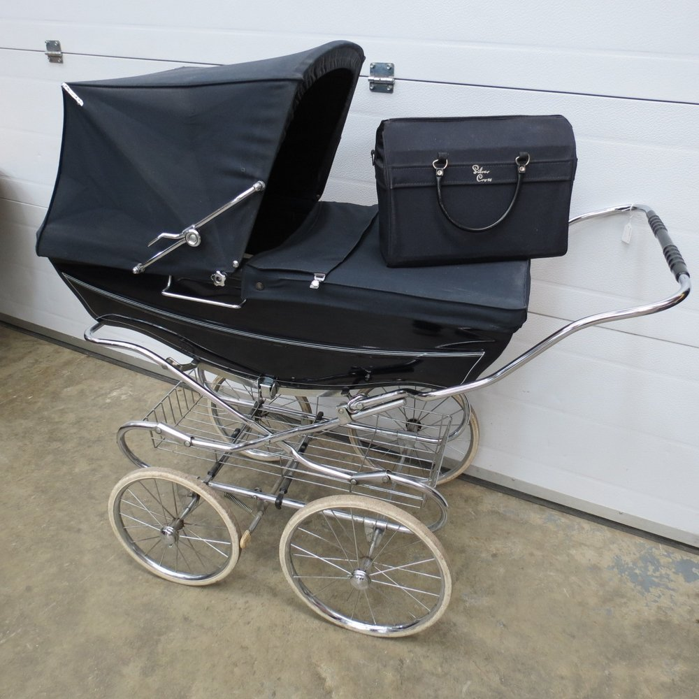 A Silver Cross pram, Tenby model, dark b