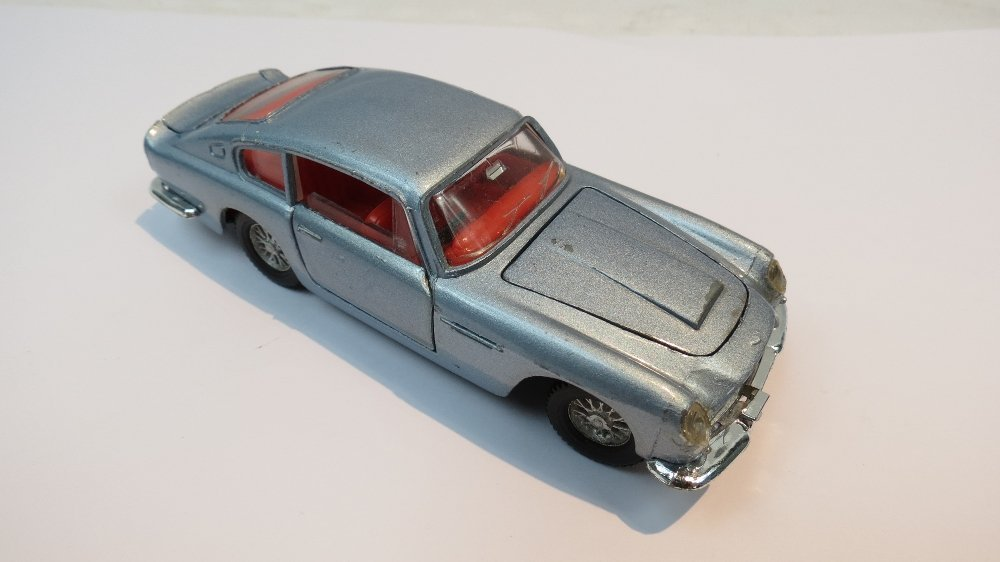 A Dinky Aston Martin DB5 finished in blu