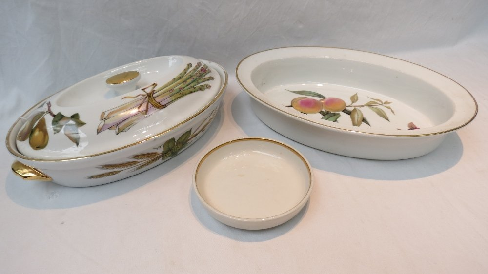 A Royal Worcester Evesham pattern oven to tableware