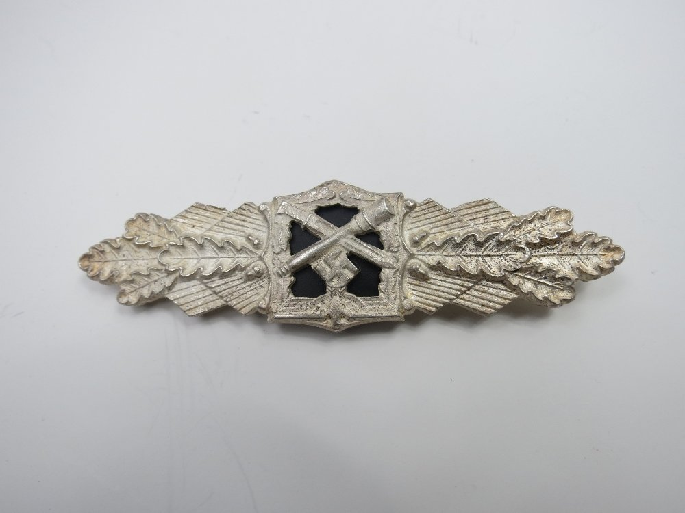 A Nazi combat clasp, with crossed grenade and bayonet