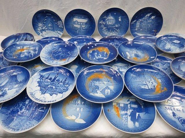 A set of Copenhagen Christmas plates 1972 - 2000, 18cm