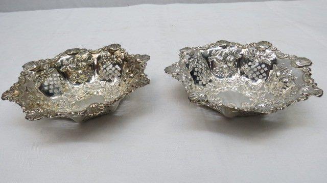 A pair of silver (Birmingham 1898) bon bon dishes with
