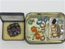 A collection of various items of jewellery to include