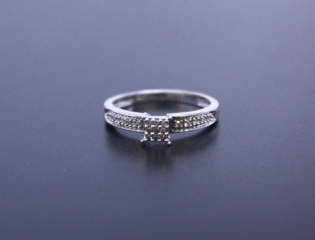 9 Diamond Bezel Ring White Gold 10k
