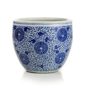 Large 'lotus flower' fish bowl in Chinese porcelain,