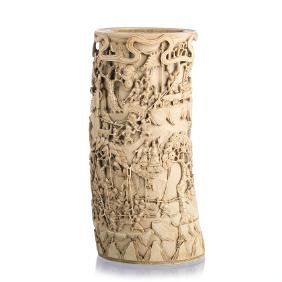 Large Chinese ivory carved Brushpot with warriors