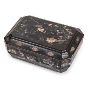 Sewing box in lacquer with inlaid mother of pearl