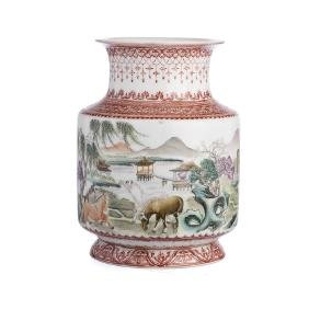 "Small ""horses"" vase in Chinese porcelain"