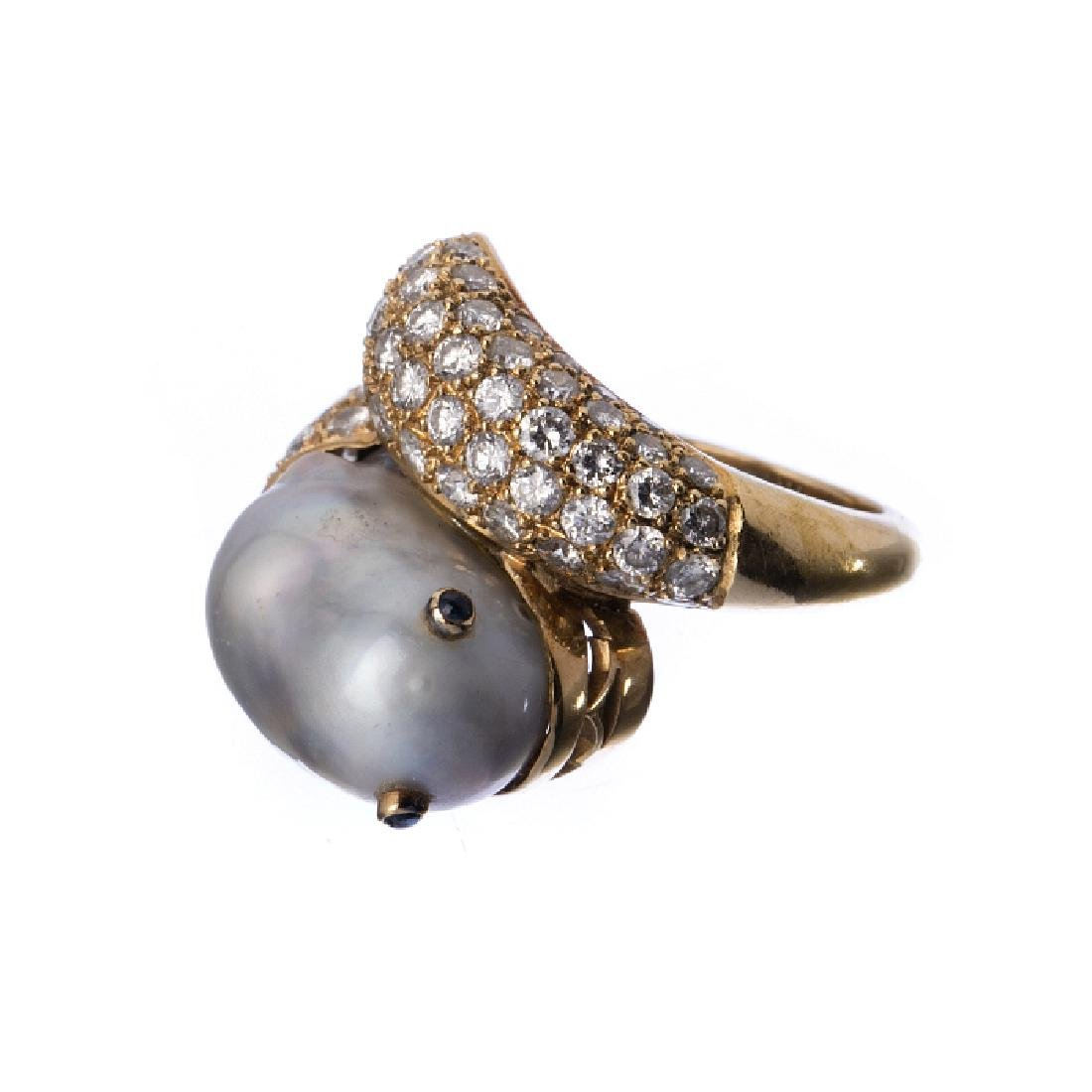 19,2k gold ring with diamonds and a pearl