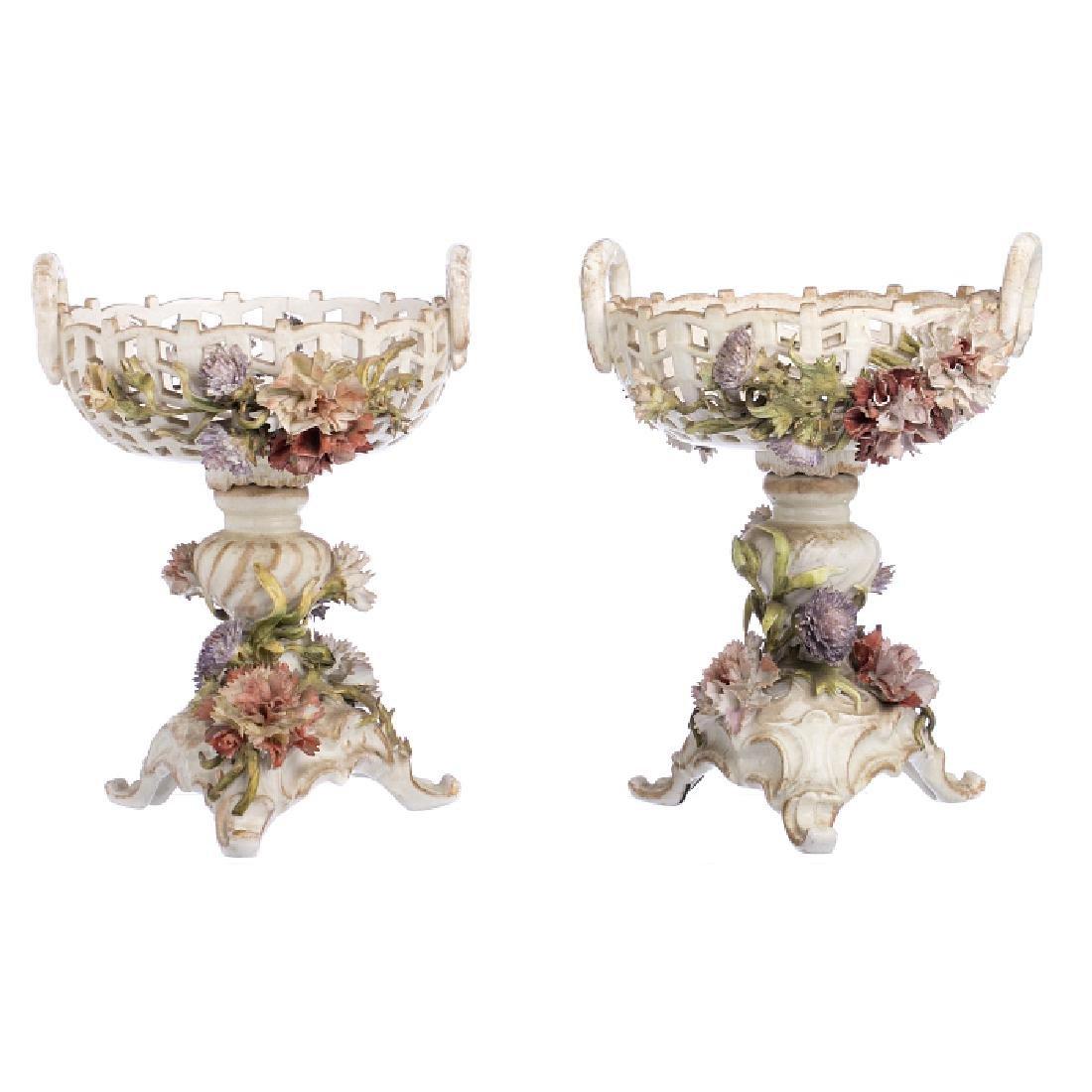 Pair of footed bowls in German porcelain