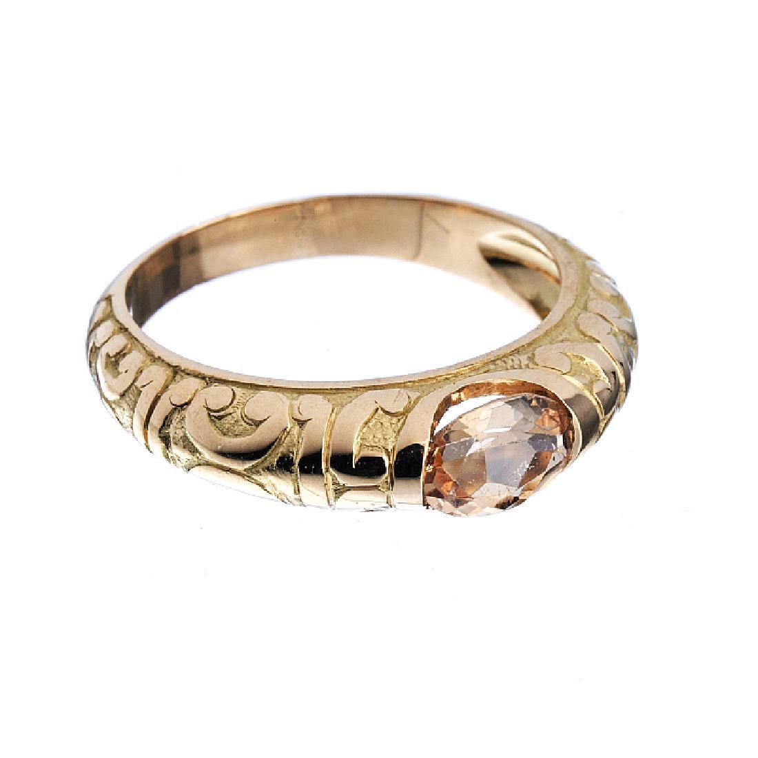 Ring in gold with a topaz