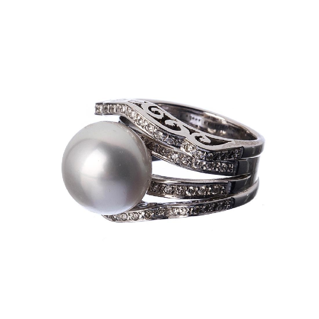 19,2k gold ring with diamonds and cultured pearl