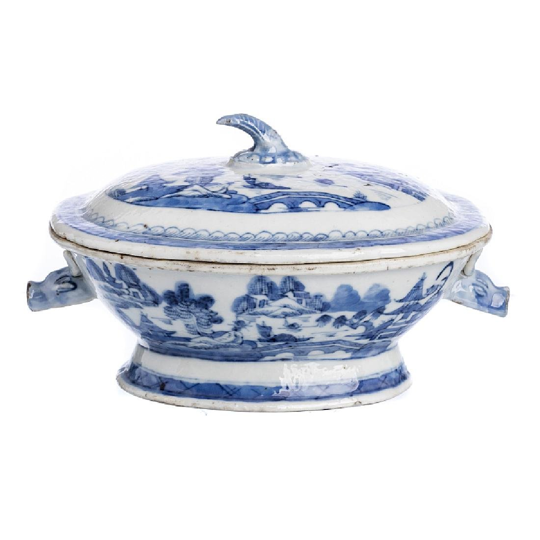 Miniature tureen in Chinese porcelain