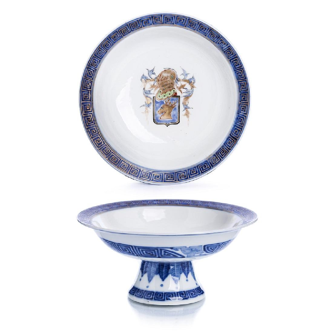 Tall plate with coat of arms in Chinese porcelain,