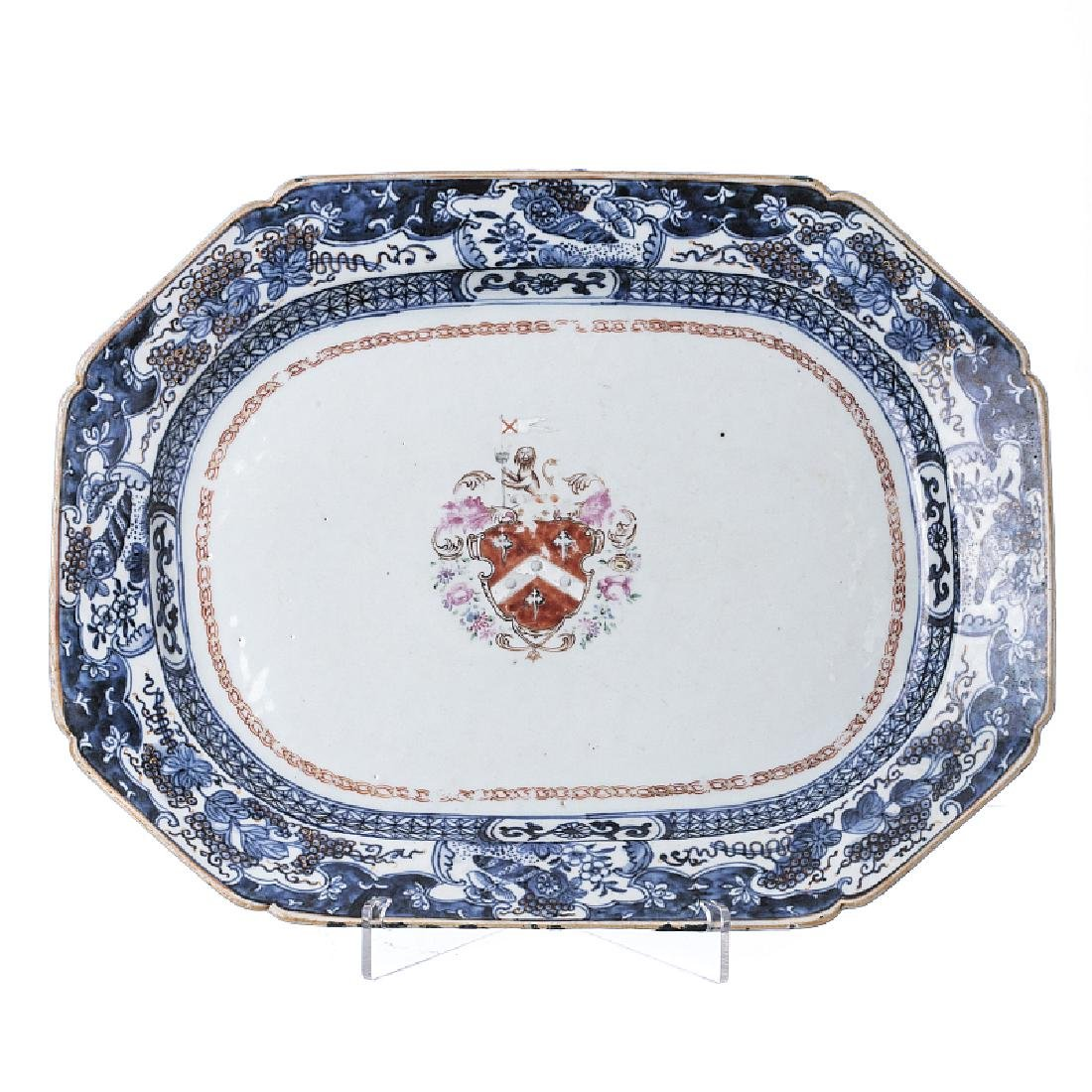 Armorial platter in Chinese porcelain