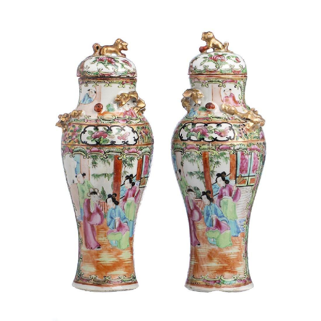 Chinese Porcelain 'mandarim' pair of pots with lid