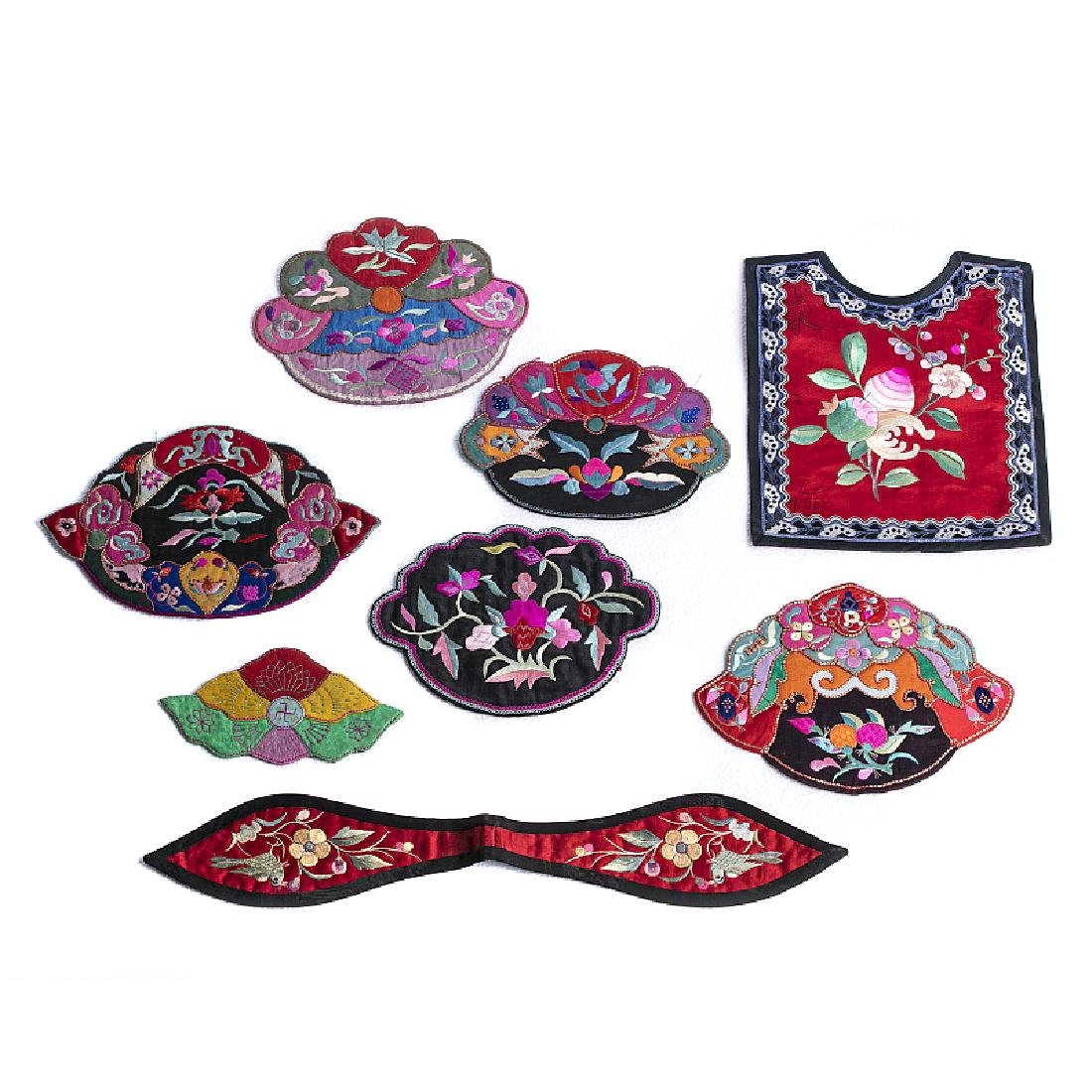 Bib and seven applications in Chinese silk