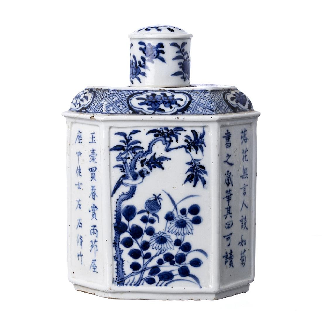 Tea caddy with 'inscriptions' in Chinese porcelain,