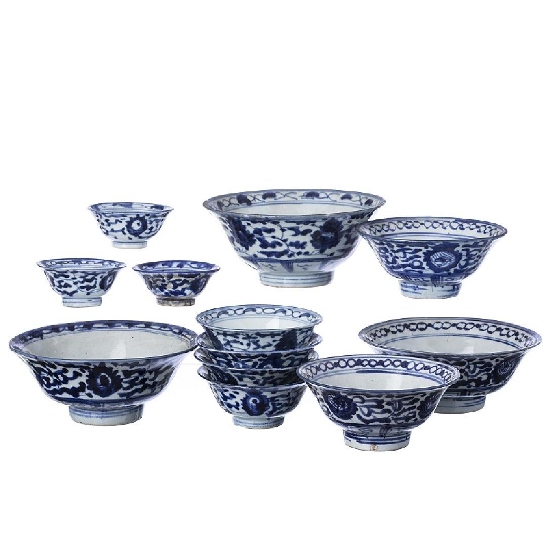 33 piece serving set in Chinese porcelain