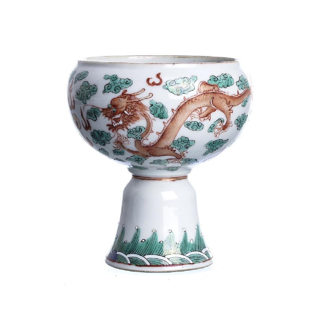 'Dragon' cup in Chinese porcelain
