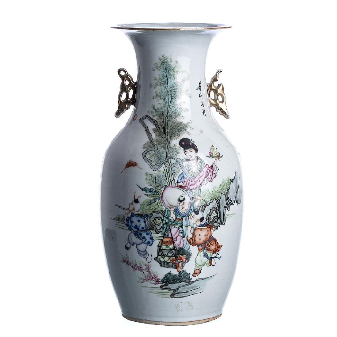 Chinese porcelain 'figurine' jar