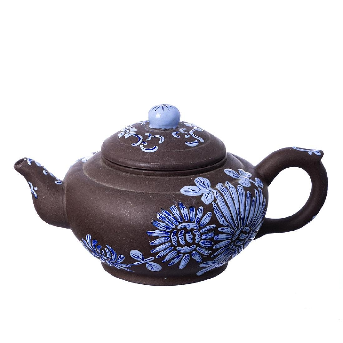Flowers teapot in Yixing ceramic