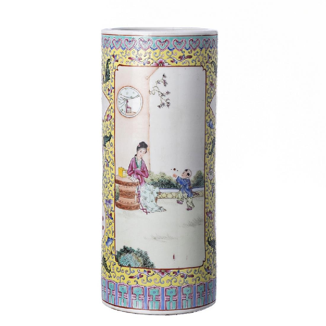 Cylindrical vase in Chinese porcelain