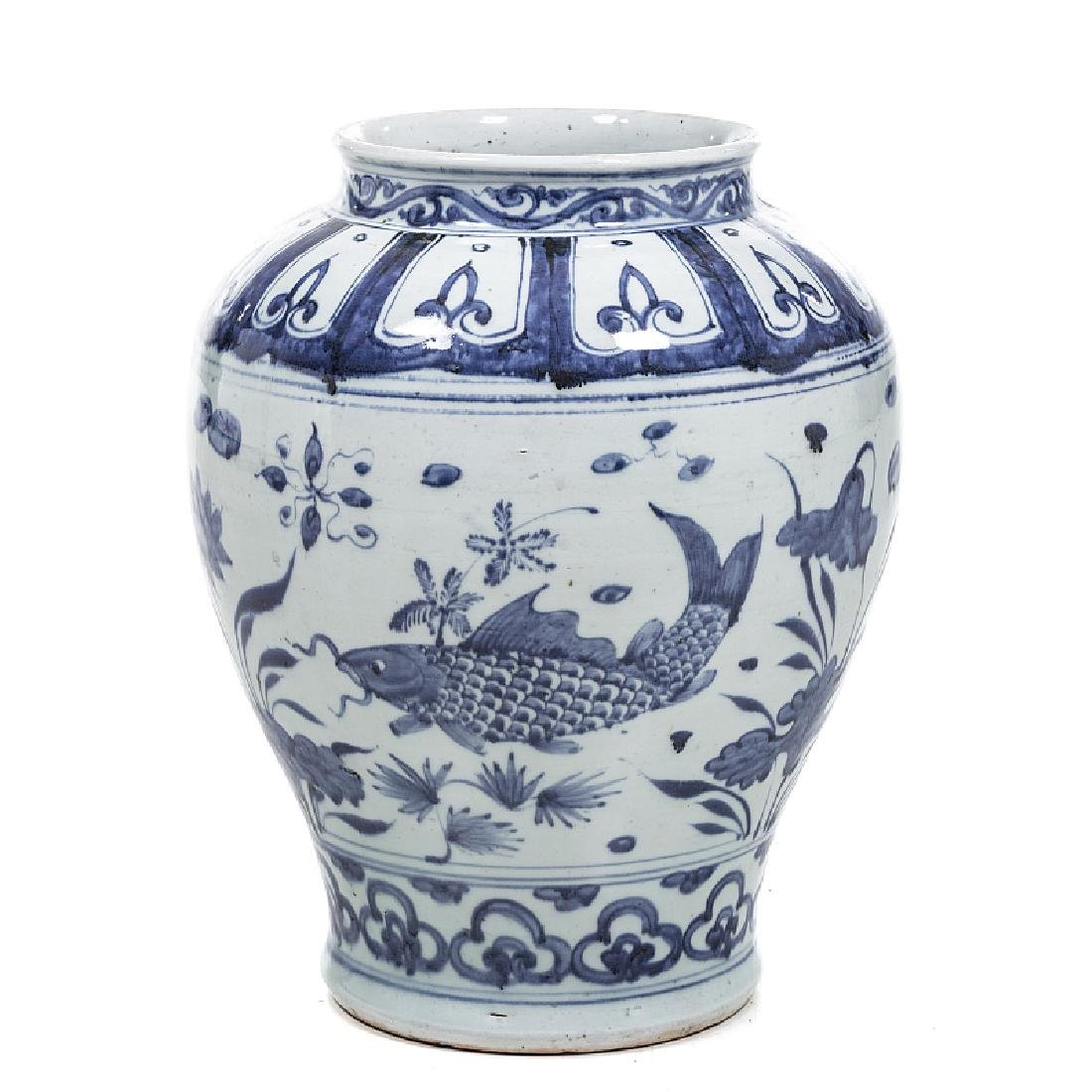 Chinese porcelain 'fish' pot