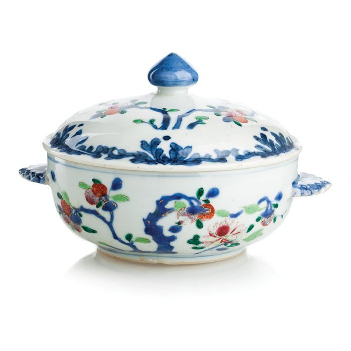 Platter with lid in Chinese porcelain