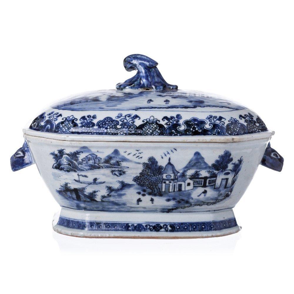 soup tureen in Chinese porcelain, Guangzhou