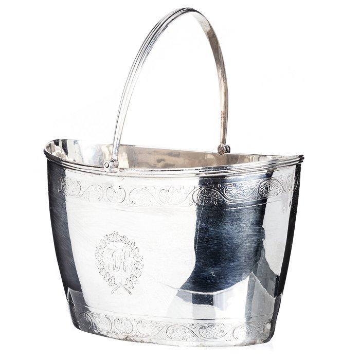 Sugar bowl in English silver, 18th century