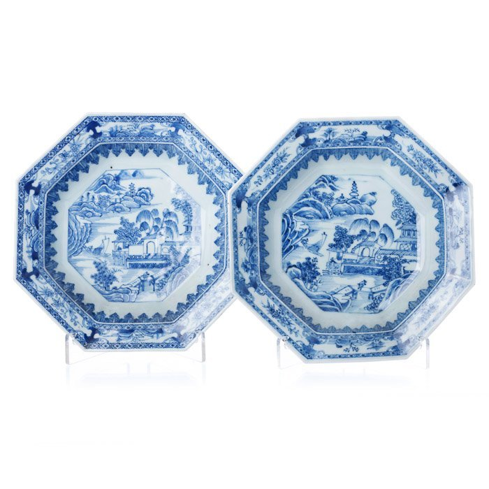 Pair of deep eight-sided saucers in Chinese porcel
