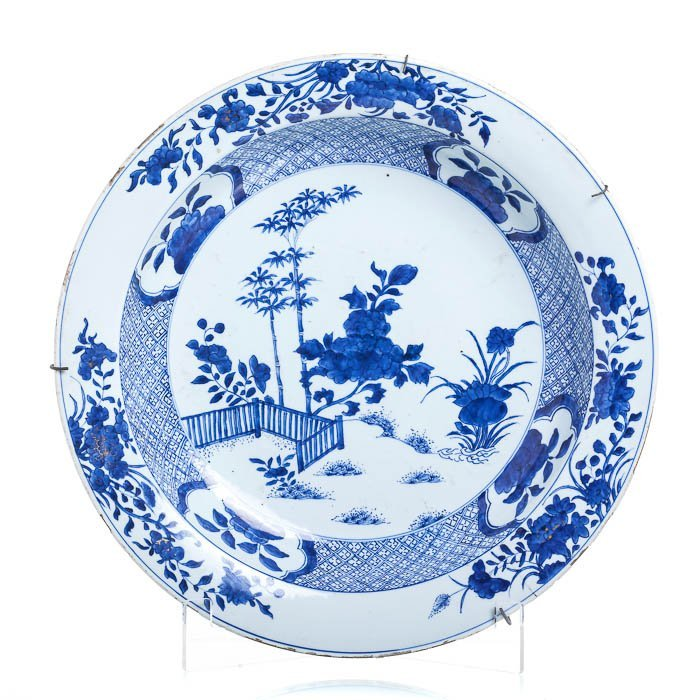 Large plate in Chinese porcelain, Qianlong