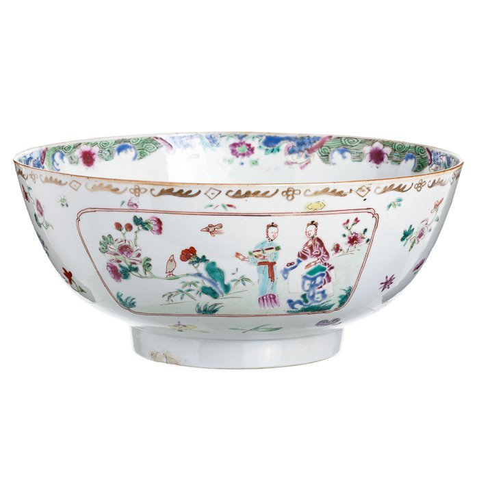 Figurative punch bowl in Chinese porcelain, Qianlo