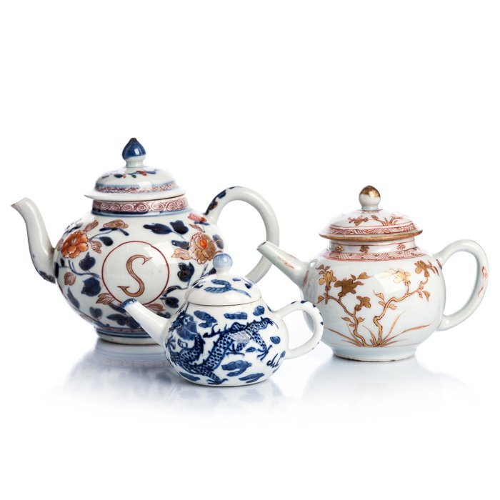 Three teapots in Chinese porcelain