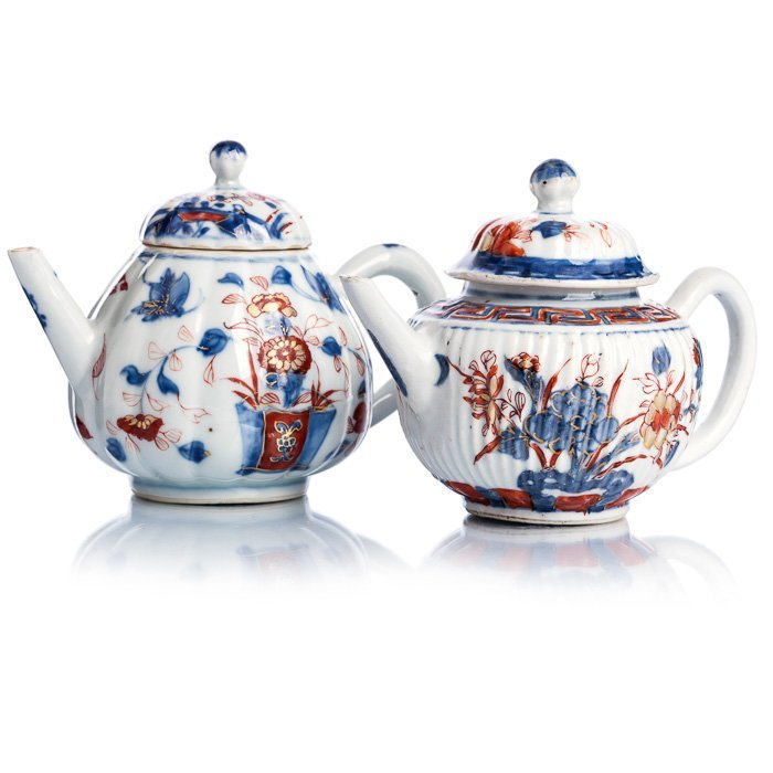 Two teapots in Chinese porcelain, Kangxi