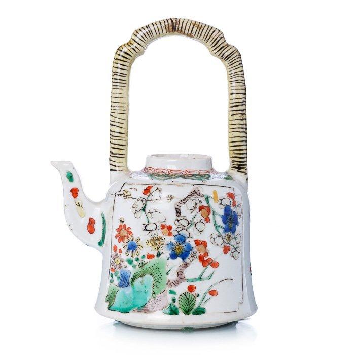 Teapot in Chinese porcelain, Kangxi