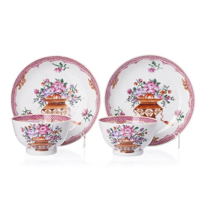 Pair of cups and saucers in Chinese porcelain, Qianlong